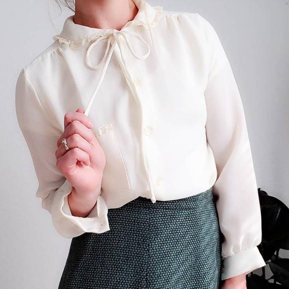 Vintage 1970s Blouse Lace Peter Pan Collar